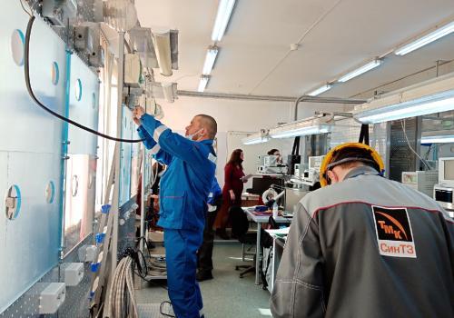Прямо сейчас в радиотехникуме состязаются электромонтеры КУЛЗа, СинТЗ, промплощадки УАЗа и КУЗОЦМ