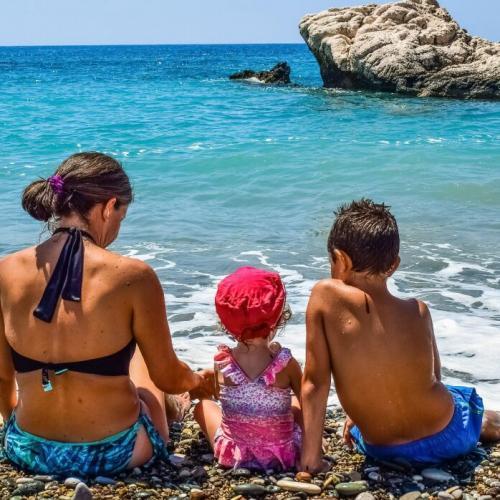 Отдых с детьми на море в России: куда поехать в 2020 году