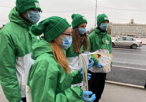 Акция по раздаче масок от Городского волонтерского отряда