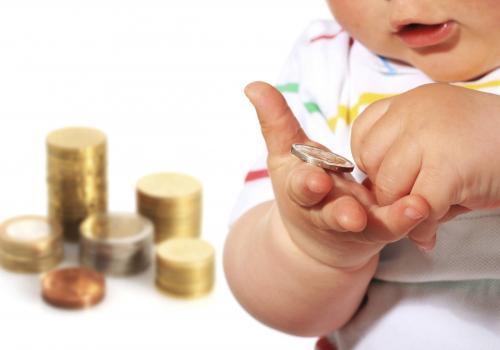 Изменится порядок начисления социальных выплат: на сколько выросли пособия и как их получить